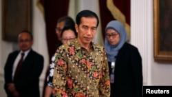 New Indonesian President Joko Widodo walks inside the presidential palace in Jakarta Oct. 21, 2014.