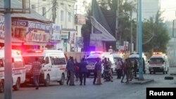 Pasukan Somalia mengamankan lokasi terjadinya ledakan di sebuah hotel di Mogadishu, Somalia hari Minggu (31/1).