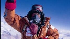Yuichiro Miura at the Mount Everest summit, May 26, 2008 (courtesy of Miura Dolphins).
