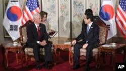Phó Tổng thống Mỹ Pence gặp quyền Tổng thống Hàn Quốc ở Seoul, 4/2017