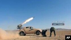 시리아 정부군이 반군 장악 지역에 로켓을 쏘는 장면(자료사진)