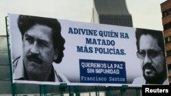 La controversia en Colombia es hasta qué punto se permitirá la impunidad. Dirigentes liberales Uribistas pusieron estas vallas en todas las ciudades.