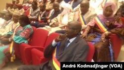 Vue des députés tchadiens dans une salle de conférence, octobre 2019. (VOA/André Kodmadjingar).
