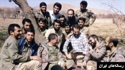 حسن روحانی (فرد عینکی سمت راست) در کنار اکبر هاشمی در مناطق جنگی دهه شصت