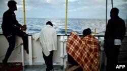 Des migrants à bord de l'Aquarius, le 14 mai 2018.