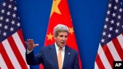 9일 중국 베이징에서 열린 미-중 전력대화에서 존 케리 국무장관이 연설하고 있다.