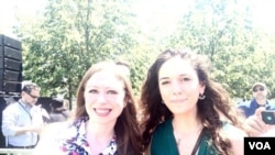 ანა ლეჟავა და ჩელსი კლინტონი