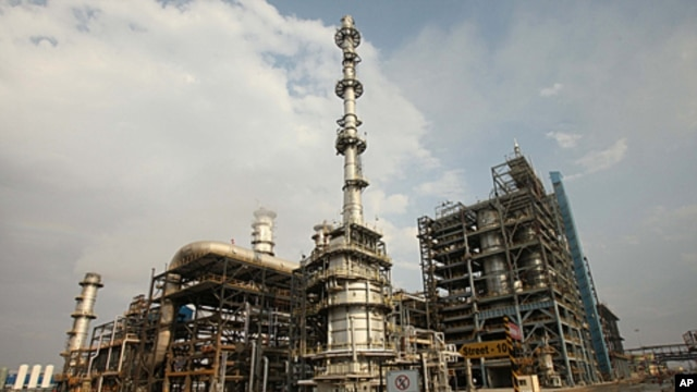 A general view of the Guru Gobind Singh oil refinery near Bhatinda in the northern Indian state of Punjab, April 27, 2012.