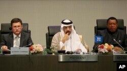 خالد الفلیح، وزیر انرژی عربستان سعودی، نفر وسط