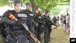 抗议者云集匹兹堡,警方严阵以待