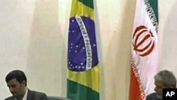 Presidents Luiz Inacio Lula da Silva (r) and Mahmoud Ahmadinejad in Brazil (2009 photo)