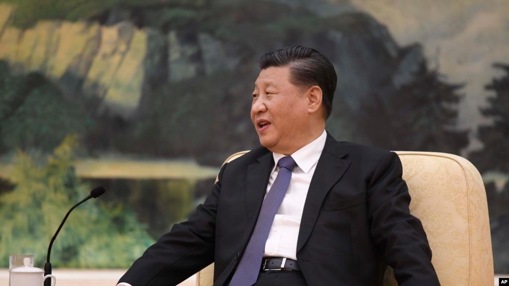 """中国国家主席习近平2020年1月28日会晤世界卫生组织总干事谭德塞,声言他""""一直指挥、亲自部署""""应对冠状病毒疫情。"""