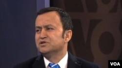 阿里木•斯依托夫接受美国之音电视采访(美国之音资料照)