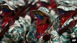 Chávez tendría como meta alistar en Venezuela a un millón de milicianos para el año 2013.