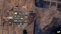 ຮູບຖ່າຍຈາກດາວທຽມ - ຄ້າຍ Yarmouk ທີ່ນະຄອນຫຼວງ Khartoum ປະເທດ Sudan ລຸນຫຼັງທີ່ມີການກ່າວຫາວ່າ ໄດ້ມີການຖິ້ມລະເບີດໂຈມຕີ. (25 ຕຸລາ 2012)