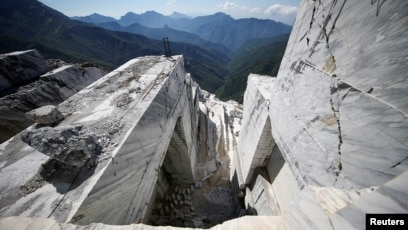 Builders Turn to Italy's White Gold