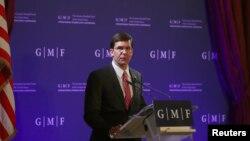 마크 에스퍼 미국 국방장관이 24일 벨기에 브뤼셀에서 열린 GMF(German Marshall Fund) 주최 강연회에 참석했다.