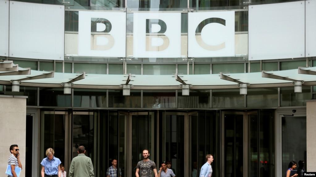 资料照:英国广播公司在伦敦的总部大门。(photo:VOA)