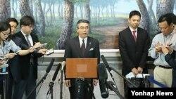 지난해 5월 한-미-일 6자회담 수석대표 3자협의를 위해 방한한 스기야마 신스케 일본 외무성 외무심의관이 기자회견을 가지고 있다. (자료사진)