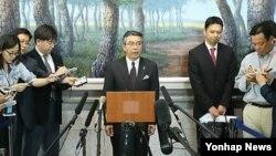 지난해 5월 한-미-일 6자회담 수석대표 3자협의를 위해 방한한 스기야마 신스케 일본 외무성 아시아ㆍ대양주 국장(가운데).