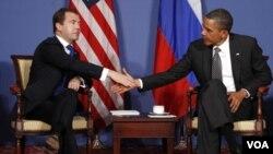 El presidente Barack Obama se reunió con su par ruso, Dmitry Medvedev, en el marco de la Cumbre del G-8.