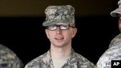 Quân nhân Bradley Manning bị khởi tố với 22 tội, tội nghiêm trọng nhất là 'giúp đỡ địch quân'