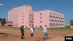 Malanje: Hospital Materno infantil não consegue atender à demanda - 1:37