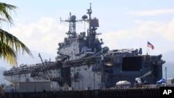 지난 2014년 10월 미 해군 펠렐리우 강습함이 필리핀과의 합동 해상 군사훈련을 위해 필리핀 북서부 알라바 부두에 정박해 있다. (자료사진)