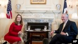 Menteri Luar Negeri AS Rex Tillerson bertemu Menteri Luar Negeri Kanada Chrystia Freeland (8/2) di Washington. (AP/Andrew Harnik)