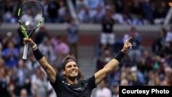 Reaksi Rafael Nadal saat mengalahkan Kevin Anderson dalam final tunggal putra turnamen AS Terbuka, Minggu (10/9).