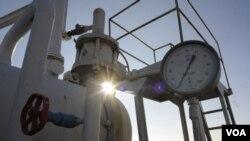 فشار سنج گاز بر سر يک خط لوله عمده گاز از روسیه، در روستای بویارکا در نزدیکی کیف، پایتخت اوکراین.