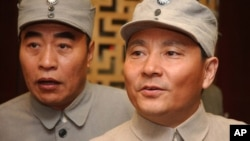 中国电视剧《八路军》里演员扮演的邓小平(右)和朱德。这种连续剧属于中国当局着重扶植的重大革命和历史题材。