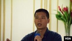 香港浸會大學新聞系高級講師呂秉權 (美國之音 湯惠芸拍攝)