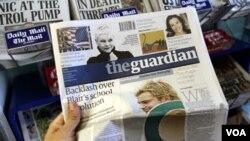 WikiLeaks menuduh koran Inggris 'the Guardian' bertanggung jawab atas pengungkapan kawat diplomatik AS berikut nama-nama sumbernya.