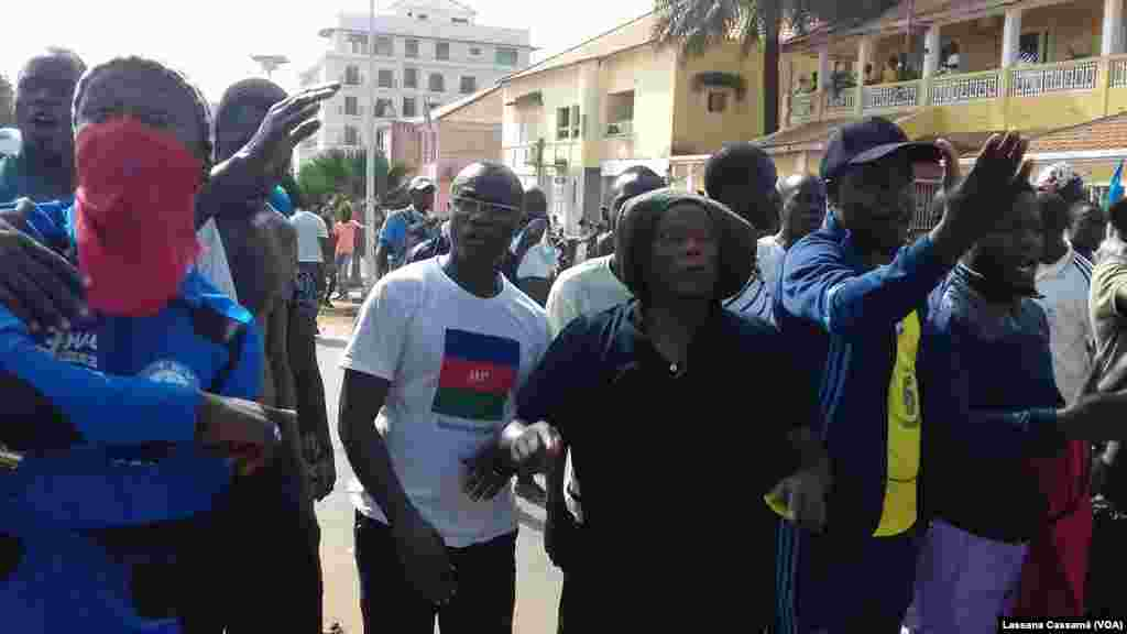 A marcha foi convocada pelos partidos políticos da oposição na Guiné-Bissau