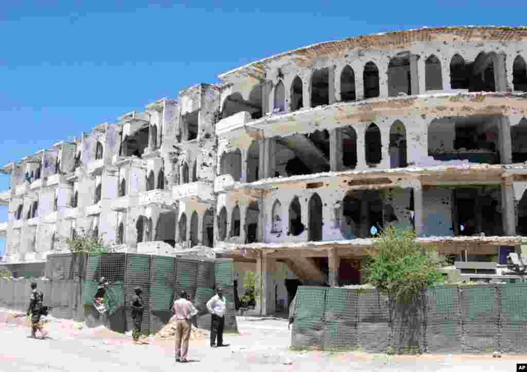 The al-Uruba Hotel was once a jewel of the Mogadishu waterfront district. (P. Heinlein/VOA)