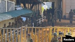 Army soldiers leave Welikada prison after clashes between Special Task Force personnel and prisoners in Colombo November 10, 2012.