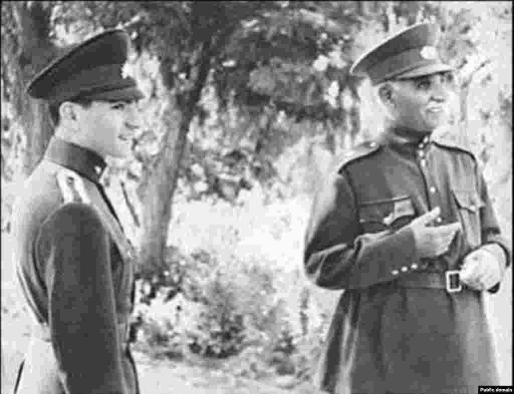 در لباس «مدرسه نظام» (دانشکده افسری) پس از اتمام دوره متوسطه در سوییس و بازگشت به ایران