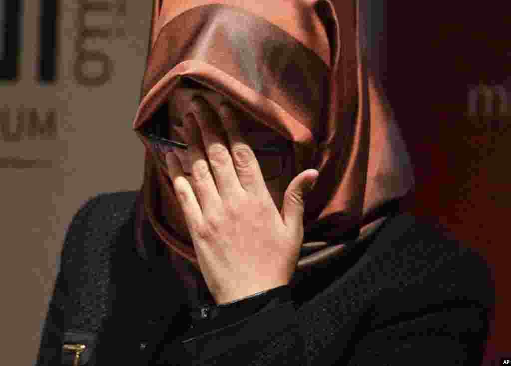 Hatice Cengiz, la prometida de Khashoggi, quien lo quedó esperando sin que nunca regresara de su visita al consulado saudita en Estambul, Turquía.