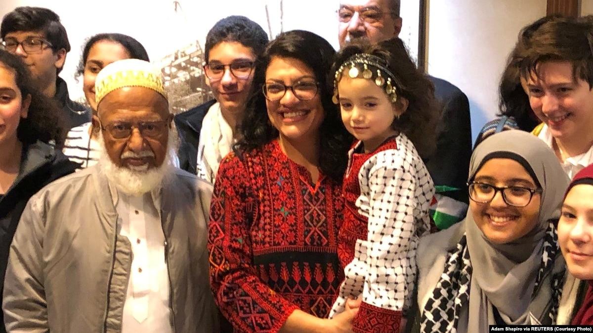 Perempuan Muslim Pertama di Kongres AS Disumpah dengan Alquran Milik Jefferson