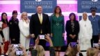 Đệ nhất Phu nhân Melania Trump và Ngoại trưởng Mike Pompeo chụp ảnh chung với các phụ nữ được trao Giải thưởng Phụ nữ Can đảm Quốc tế (ảnh chụp ngày 7/3/2019)