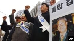 지난 2004년 12월 서울에서 북한이 납치한 김동식 목사의 송환을 촉구하는 시위가 벌어졌다. (자료사진)