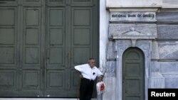 Une banque fermée à Athènes, en Grèce