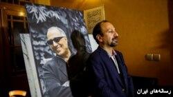 اصغر فرهادی در مراسم گرامیداشت عباس کیارستمی در خانه سینما (عکس از فیلم نت)
