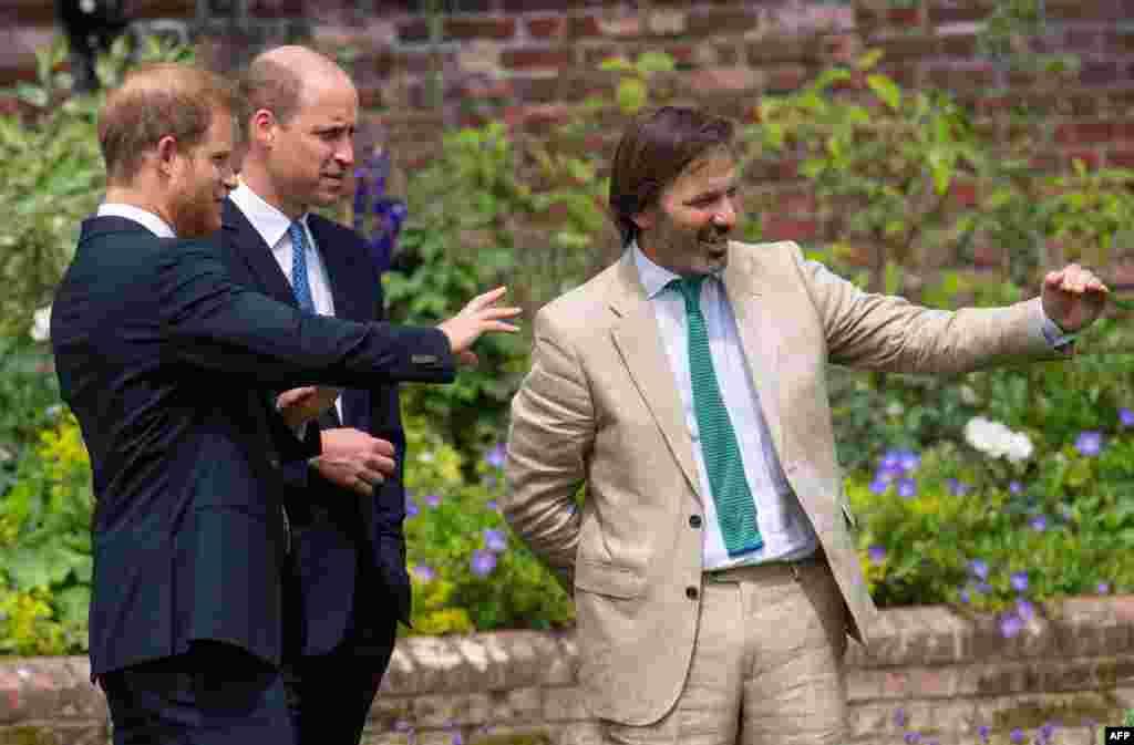 لیڈی ڈیانا کی پسندیدہ جگہوں میں سے ایک سنکن گارڈن میں منعقد ہونے والی اس نجی تقریب میں شہزادہ ولیم اور ہیری شریک تھے۔