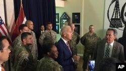 Tada potpredsednik Džo Bajden sa američkim vojnim i diplomatskim osobljem u američkoj ambasadi u Bagdadu, 28. aprila 2016.
