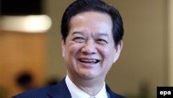 """Ở Việt Nam, nhiều người cũng biết rằng """"Thủ tướng Chính phủ"""" vào năm 2012 là Nguyễn Tấn Dũng."""