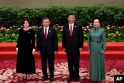 O'zbekiston ham Pekin yordamiga tayanmoqda. Prezident Shavkat Mirziyoyevning ilk xorijiy safarlaridan biri Pekinga bo'lgan. 2017-yilning may oyida.