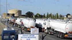 بارگیری تانکرها در پالایشگاه عظیم نفت «توتال» در فرانسه