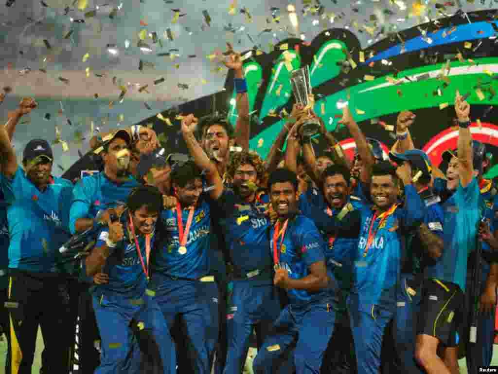 ٹی ٹوئنٹی کرکٹ ورلڈ کپ کے فائنل میں سری لنکا بھارت کو چھ وکٹوں سے شکست دے کر عالمی چمپین بن گیا